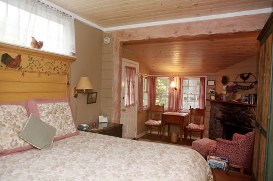 Pine Barn Cottage Guest Room